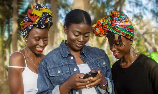 Girls on mobile - 550x330